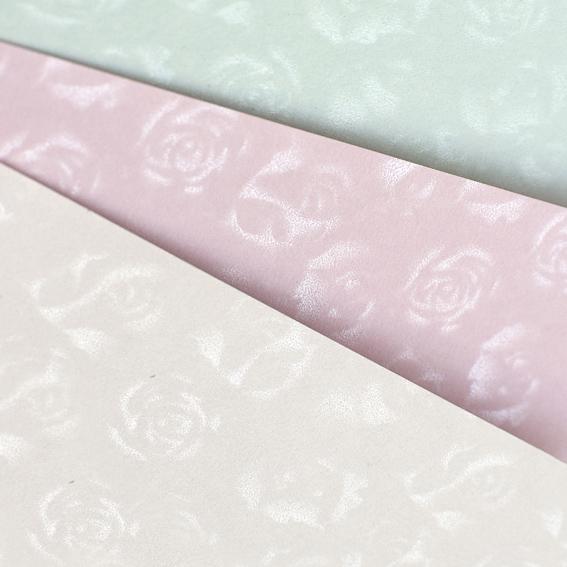 Galeria Papieru ozdobný papír Malé růže bílá 220g, 20ks